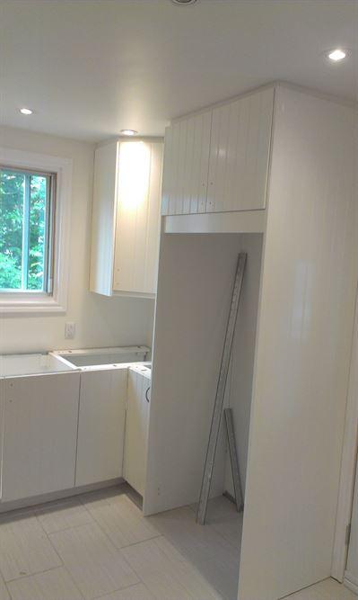 cacher des tuyaux au plafond top rosace cache fil plafond castorama avec cache tuyaux castorama. Black Bedroom Furniture Sets. Home Design Ideas